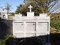 Cemiterio de Axulfe – Casa Menor Raul y familia.jpg