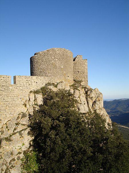 File:Château de Peyrepertuse - Donjon Vieux (ouest).jpg