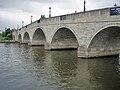 Chertsey Bridge - geograph.org.uk - 943708.jpg
