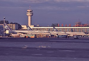Ürümqi Diwopu International Airport - Ürümqi Airport in 1999, showing a lineup of Xinjiang Airlines Boeing 757s.