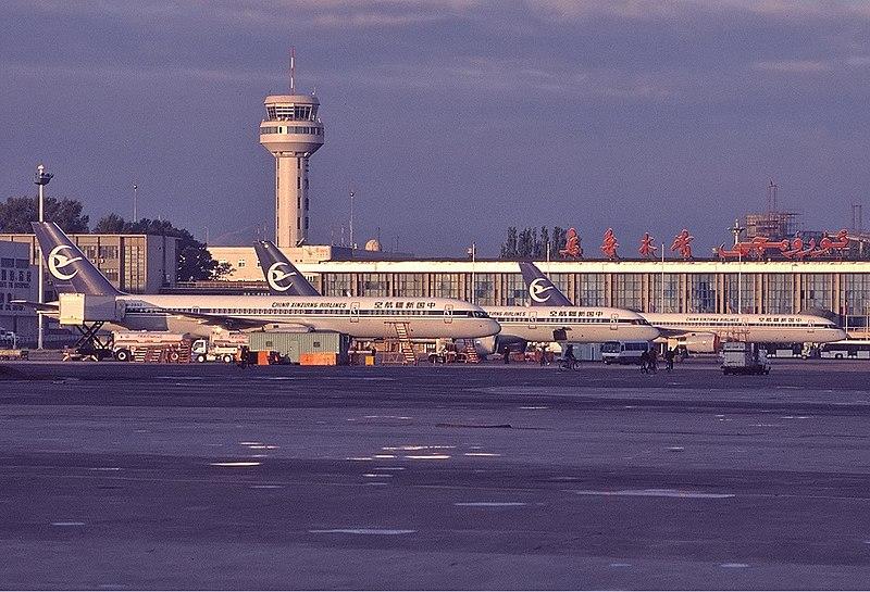 China Xinjiang Airlines Boeing 757-200 Newton-1.jpg