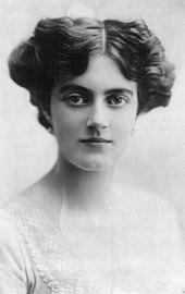 Son épouse, Clementine, en 1915.