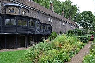 Geffrye Museum - Image: Cmglee London Geffrye Museum garden