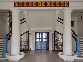 Penang Free School - Image: Cmglee Penang Free School foyer