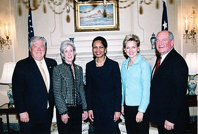 Kathleen Sebelius (second to left) with Mississippi Governor Haley Barbour (first left), United States Secretary of State Condoleezza Rice (center), Michigan Governor Jennifer Granholm (fourth), and Georgia Governor Sonny Perdue (right).