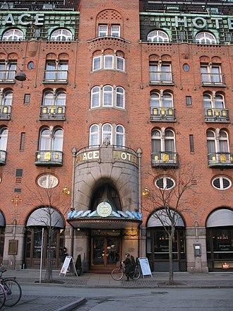 Palace Hotel (Copenhagen) - Image: Copenhagen Palace Hotel main entrance