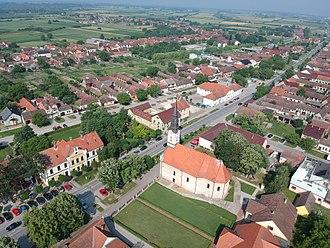 Bošnjaci - Image: Crkva i Šumarski muzej