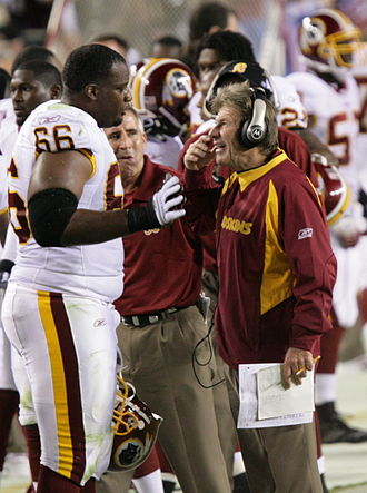 2006 Washington Redskins season - Derrick Dockery (left) during the Minnesota game in week 1