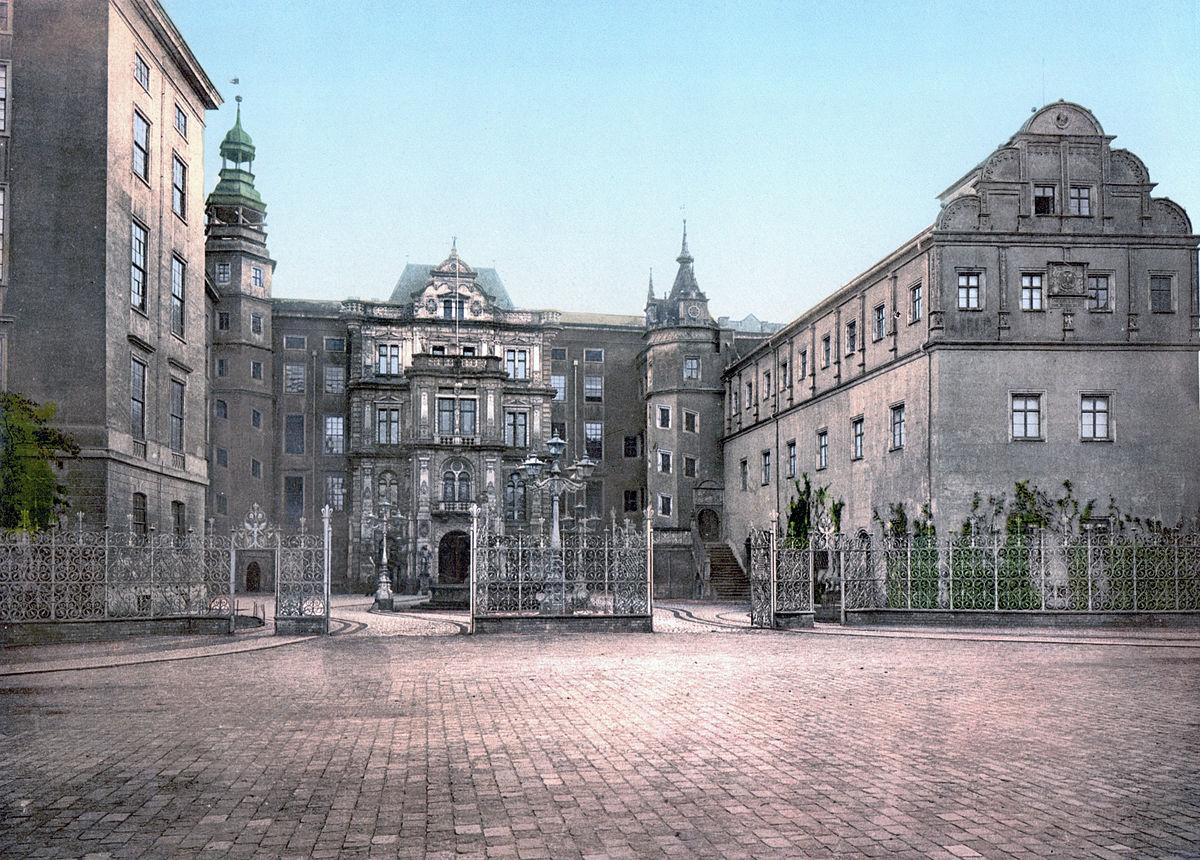 Dessau Schloss 1900.jpg