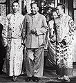 Detail, 14th Dalai Lama of Tibet, Panchen Lama and Mao Zedong in Beijing, 1954 (cropped).jpg