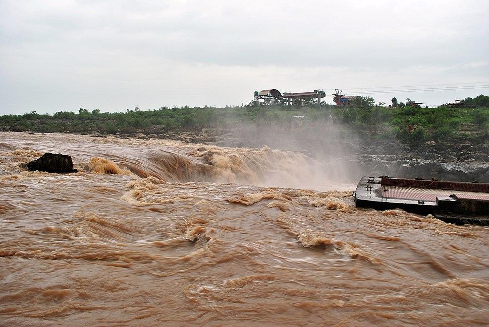 Dhuandhar falls2