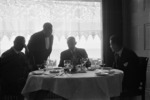 ETH-BIB-Männer im Restaurant-Inlandflüge-LBS MH05-72-01.tif