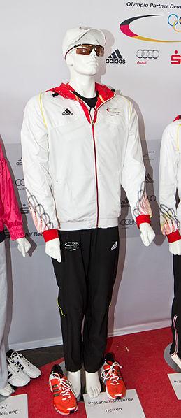 File:Einkleidung deutsche Olympiamannschaft 2012 - Präsentationsanzug Herren - 6313.jpg