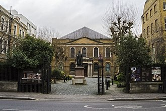 Wesley's Chapel - Wesley's chapel, with courtyard and statue