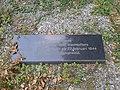 Eregraf Jan van Hoof (steen rechts) Nijmegen.jpg