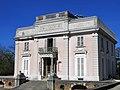 Facade du Trianon du parc de Bagatelle.jpg