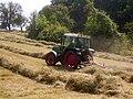 Fendt Farmer mit Schwaden.jpg
