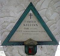 Feuerhalle Simmering - Arkadenhof (Abteilung ARI) - Familie Killian 02.jpg