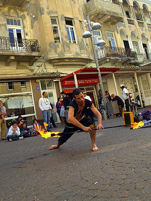 Fire staff - Image: Fire dancer in Tel Aviv Israel 6