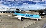 First Korean Air 787-9 (32239378043).jpg