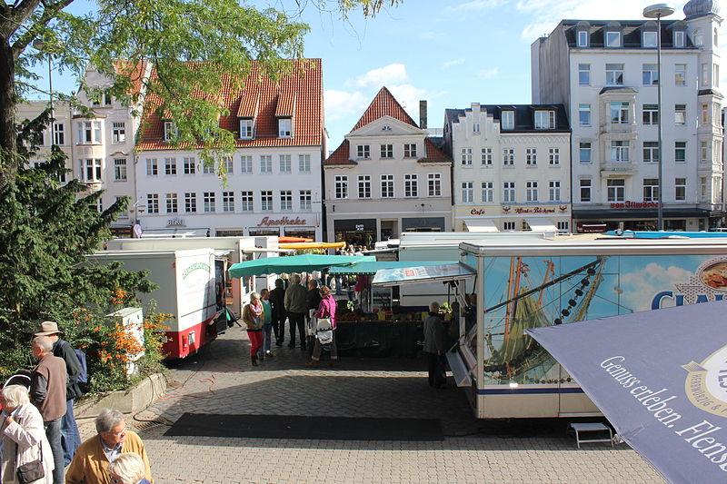 File:Flensburgs Südermarkt mit dem Wochenmarkt, Bild 006.JPG
