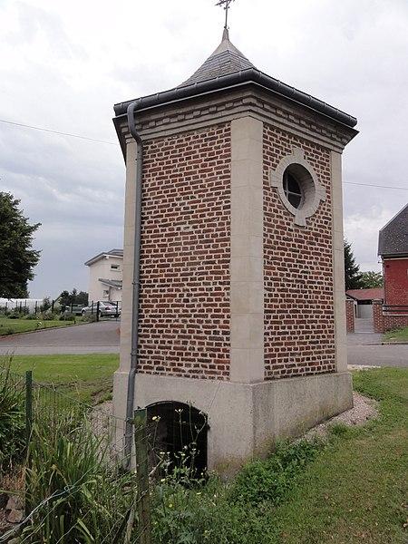 Fontaine-Uterte (Aisne) chapella Saint-Pierre (avec fontaine)