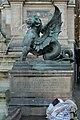 Fontaine Saint-Michel (Paris), chimère ailée, Henri-Alfred Jacquemart 01.jpg