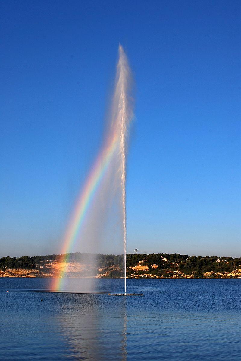 Fontaine de l'Etang de l'Olivier Istres arc en ciel.jpg