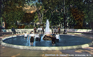 Forman Park - Forman Park in 1913 - Wading in fountain