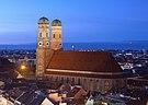 Frauenkirche München abends.jpg
