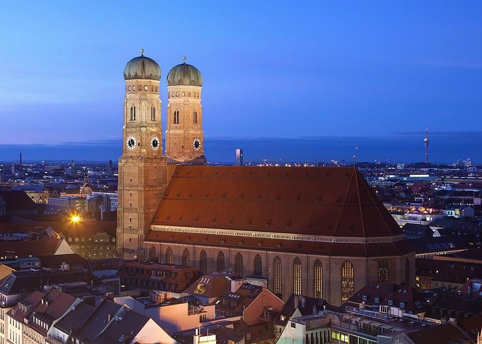 Frauenkirche München abends