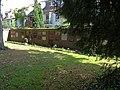 Friedhof Buntentor - Backsteinmauer mit Urnennischen 02.jpg