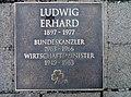 Fuerth-Ludwig-Erhard-Gedenktafel-372.jpg