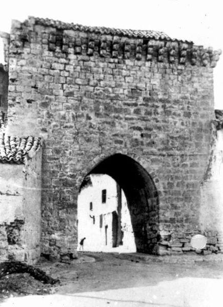 File:Fundación Joaquín Díaz - Arco de Ajújar - Medina de Rioseco (Valladolid) (2).jpg
