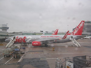 English: A Jet2 Boeing 737-800 at Manchester A...