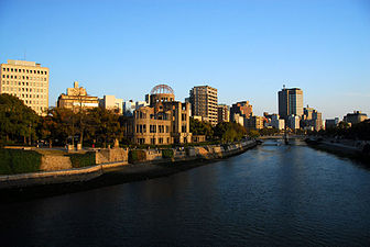 Ganbaku Dome of Hiroshima from distance.jpg