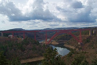 Garabit viaduct - Here seen with a train.