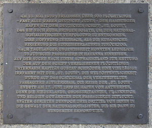 Gedenktafel Bei den St Pauli Landungsbrücken (Hamburg) St Louis.jpg