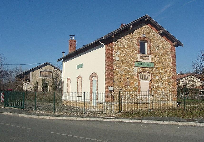 L'ancienne gare de Genay (Rhône, France), sur la section fermée de la ligne Lyon - Trévoux.