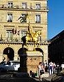 Golden equestrian statue of Jeanne d'Arc 01.jpg