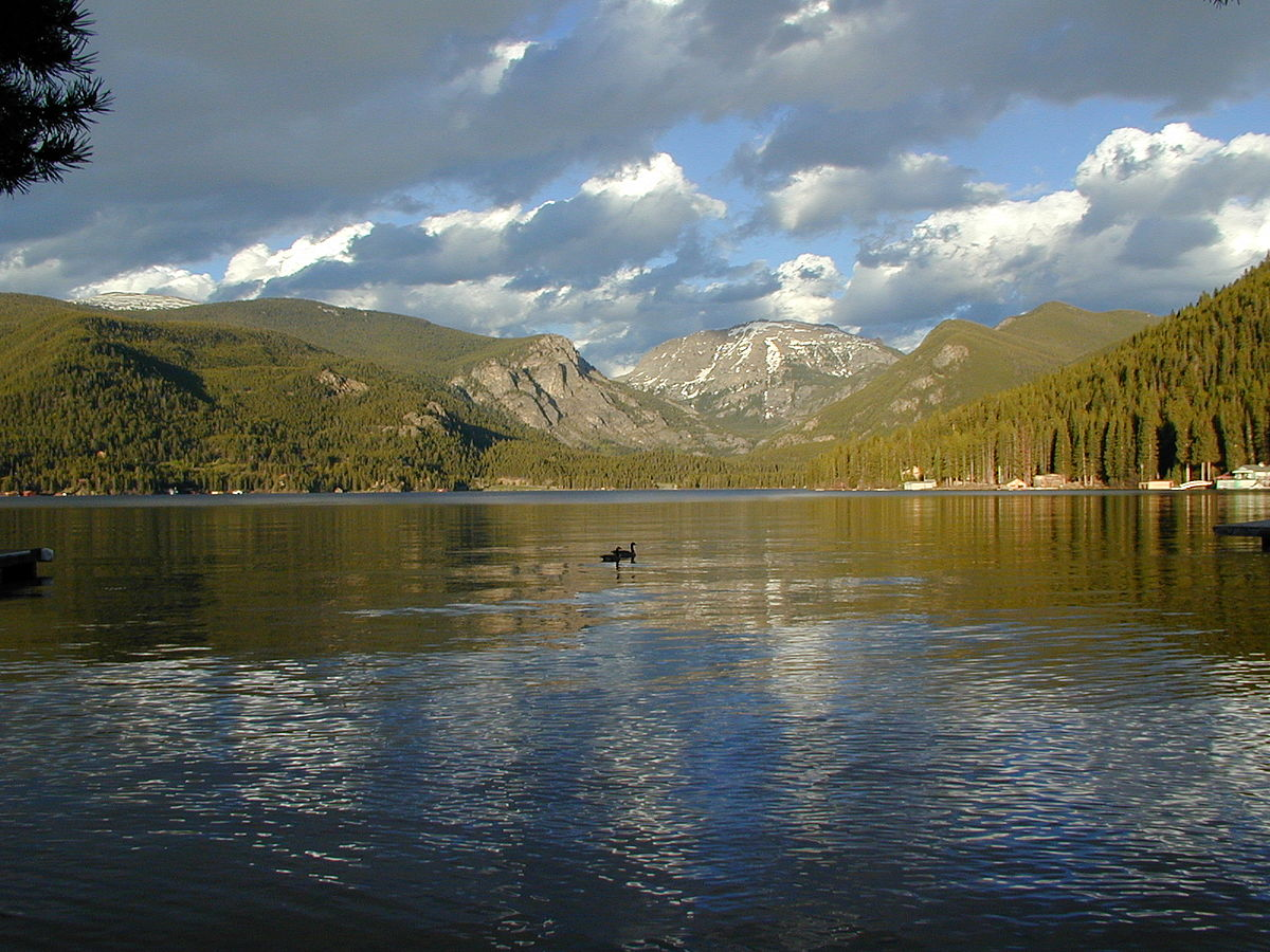 Grand lake colorado wikipedia for Lakefront cabins colorado