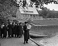 Gyerekcsoport, 1959, háttérben a turistaház (ma Denevér Múzeum). Fortepan 22839.jpg
