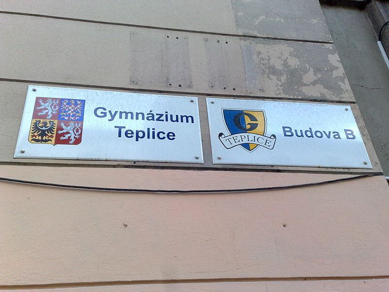 File:Gymnázium Teplice desky.jpg