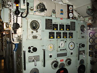 Oberon-class submarine - Propeller motor control panel: The panel telegraph (top and left) showed instructions issued from the motor telegraph position beside the helm station in the control room which were to be carried out.