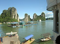 Ha Long Bay, Vietnam - panoramio (13).jpg