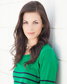Description de l'image  Haley Webb Headshot 2013.jpg.