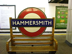 Hammersmith (Piccadilly Line) (18513673).jpg