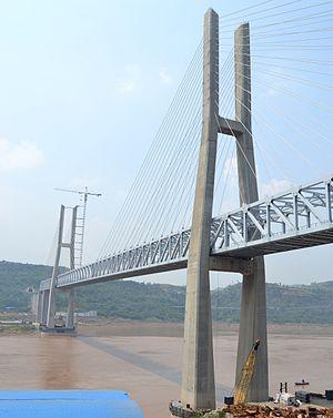 Chongqing−Lichuan Railway - The railway crossing the Yangtze over the Hanjiatuo Bridge.