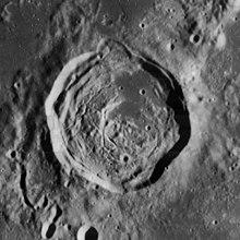汉斯廷陨石坑