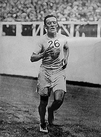 Johnny Hayes - Hayes running in the White Stadium near the finish line